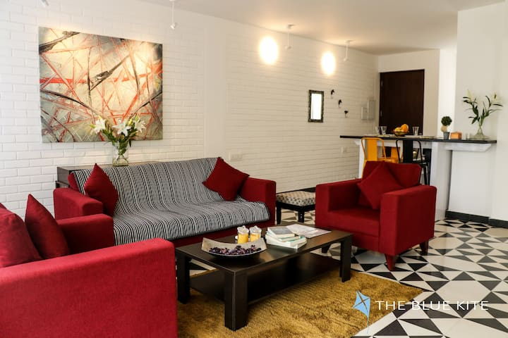 Cosy home with rooftop pool near Candolim