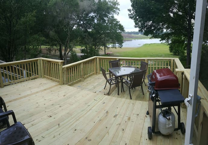 Keystone Lake Front Cottage - Keystone Heights - Talo