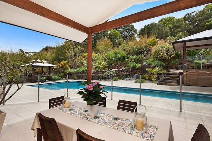 Tropical Oasis 10min walk from Bluesfest and Beach