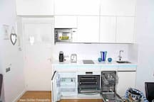 FEBRUARY 2019-NEW FULLY EQUPPED KITCHEN WITH EVERYTHING OPEN AND VISIBLE, INCLUDING THE INTEGRATED WASHING DISHES MACHINE AND FRIDGE+REFRIGERATOR
