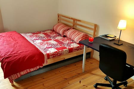 Charming and Spacious room in Charlottenburg! - Berlim - Apartamento