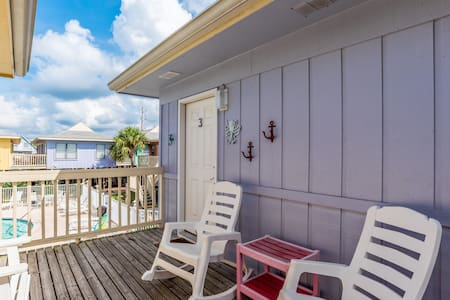 Affordable Beach Bungalow!