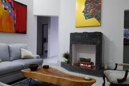 Casa en zona sur de Monterrey excelente ubicación