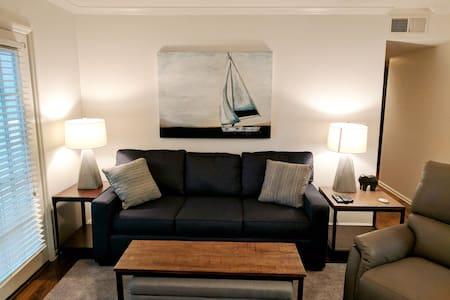 Newly furnished condo close to campus - Tuscaloosa - Wohnung