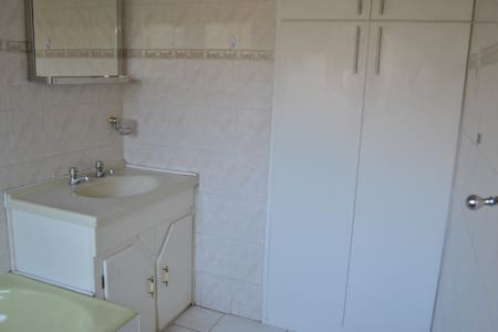 Home away from home accommodation - Vanderbijlpark - Дом