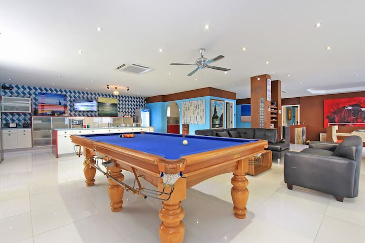 8 Bed - Gym,Pool Central Phratamnak - Pattaya - House