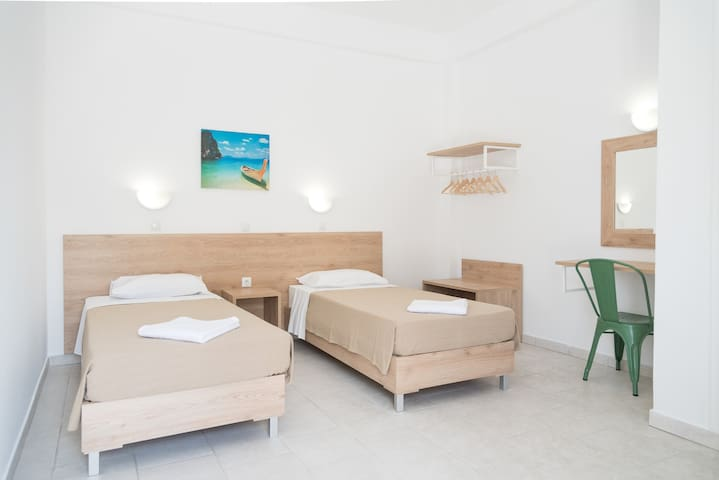 Hotel Studio for 2 adults - 2 single beds