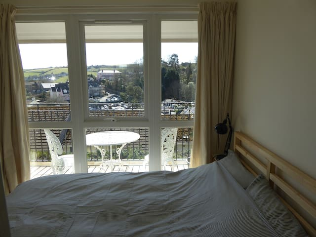 Sunny Salcombe Holiday Apartment with good views - Salcombe - Apartamento