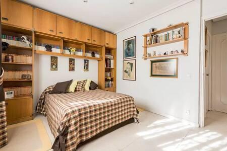 Habitación privada con cama de matrimonio - Pozuelo de Alarcón