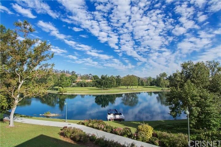 Calabasas Lake Big House with Beautiful Views - Calabasas