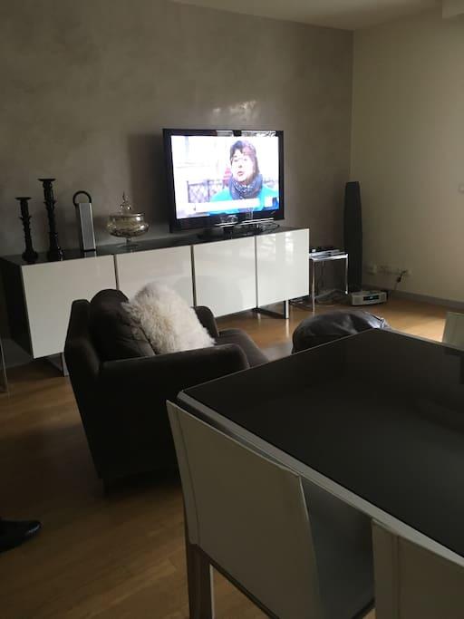 Une télévision grand ecran