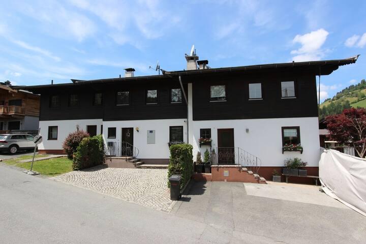 Encantadora casa con una ubicación fantástica en la pista de esquí en Kirchberg
