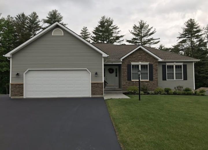 Beautiful Home 1 mile from Saratoga Lake