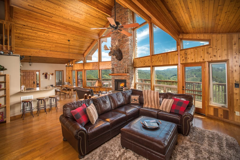 Open living concept throughout the cabin, ideal for family gatherings