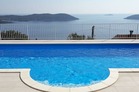 Spacious holiday home Gina - with pool for 8 - Orašac