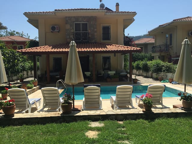 Peaceful Villa 3 BR, Private Pool, Mature Garden