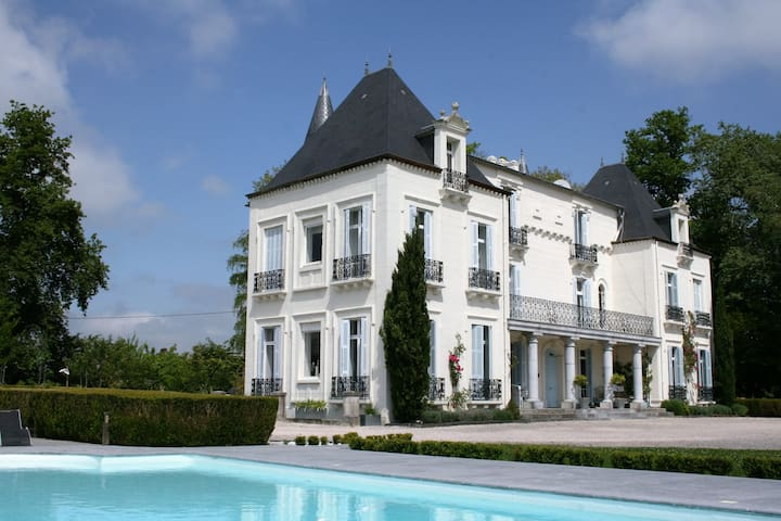 Chateau Mont Joly B&B: Four poster