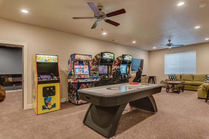 Sexy Stylish Guest House! (Games, Privacy, Hookah)