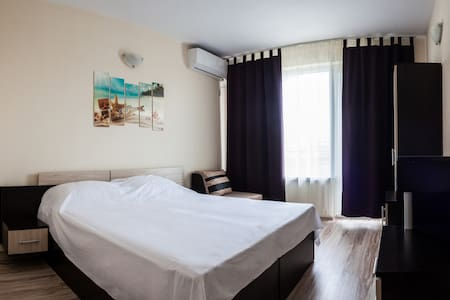 Prolet Guest House Brown Room
