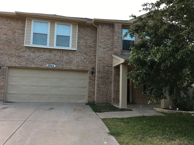 Huge 2 story FT Worth home!