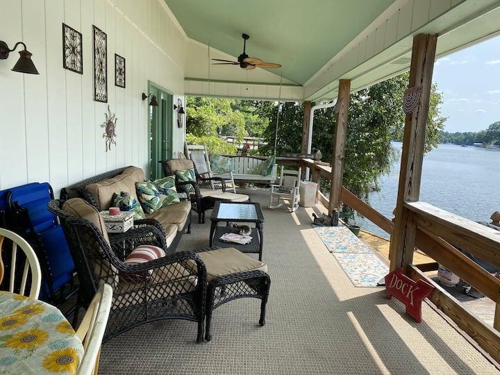 Cozy Lake Cottage