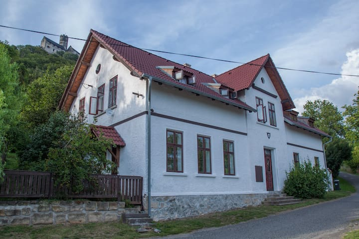 Family weekend house by the castle - Apartman B - Bezděz