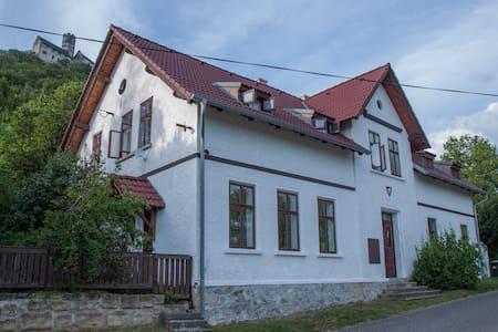 Family weekend house by the castle - Apartman B - Bezděz - Haus