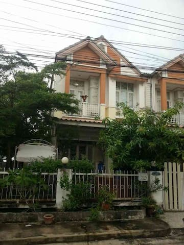 2-storied town house in Soi Saimai 64