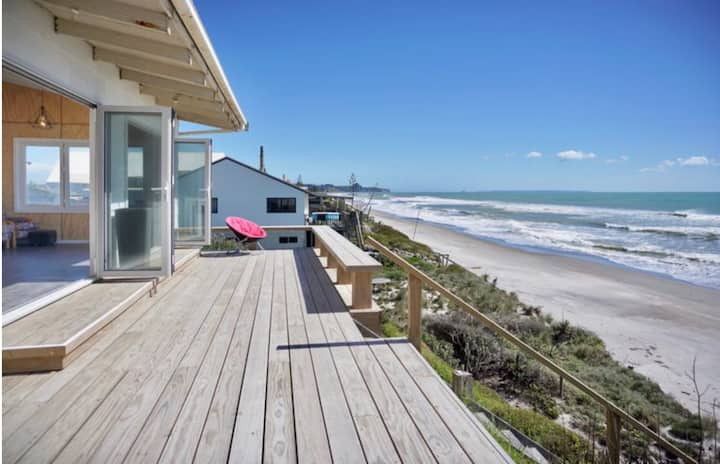 Absolute Beachfront Sandy Feet Retreat Pukehina