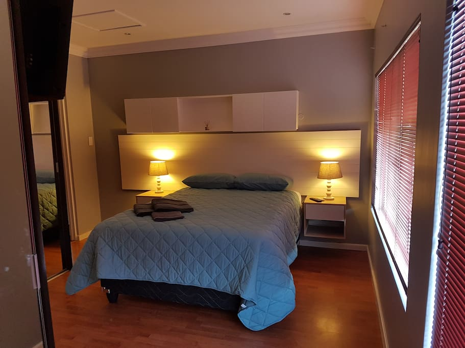 MAIN BEDROOM 1. AIR CONDITIONED.