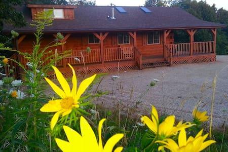 Burr Oak Log Cabin w/ Hot Tub Jacuzzi ...sleeps 6 - Harpers Ferry - 小木屋