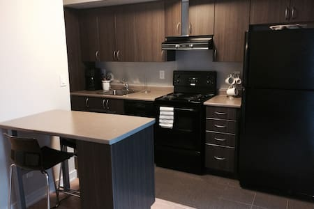 SPACIOUS STUDIO W BALCONY & PARKING!! - Toronto