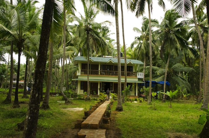 Homestay with lagoon view nr beach