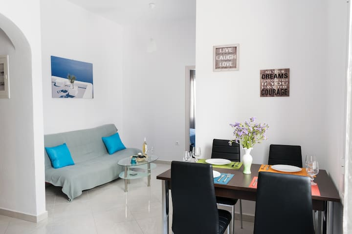 NEW, close-to-all apartment in Paroikia old town