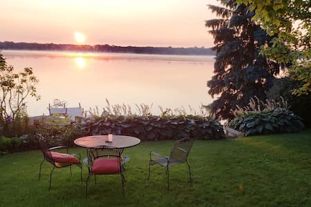 ☆Entire 4 Bedroom Lakefront Home, Great Sunrises☆