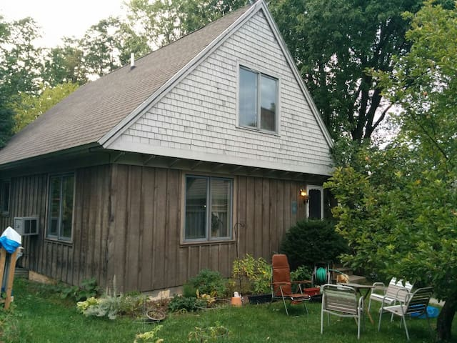 2bd/2ba- Jazzmamma's Funky Country Cottage - Shelburne - Hus