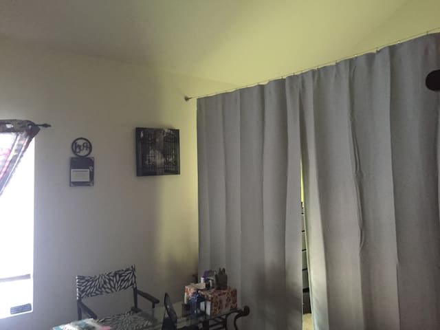 Private Room, w bathroom and balcony - Orange, CA - オレンジ - 一軒家
