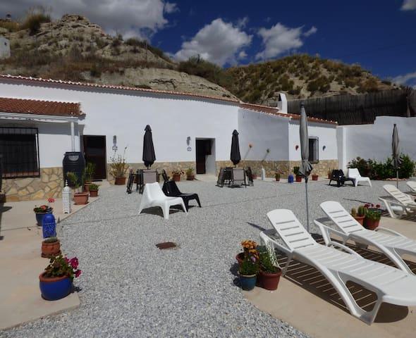 Welcome to Cueva Geco