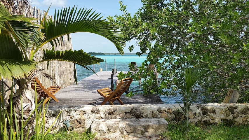 Peggy & Scott's Cabana on the lake - Bacalar - Casa