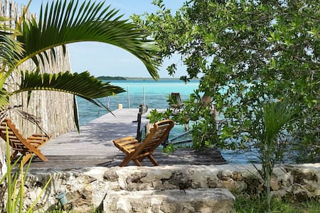 Peggy & Scott's Cabana on the lake - Bacalar