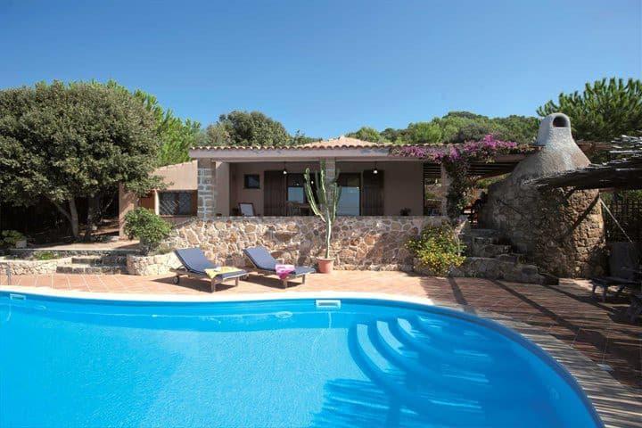 CASA JULIA, casa in campagna con piscina