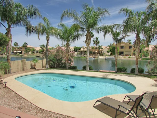 4BR Ocotillo Home, Lake Views, Pool Heater