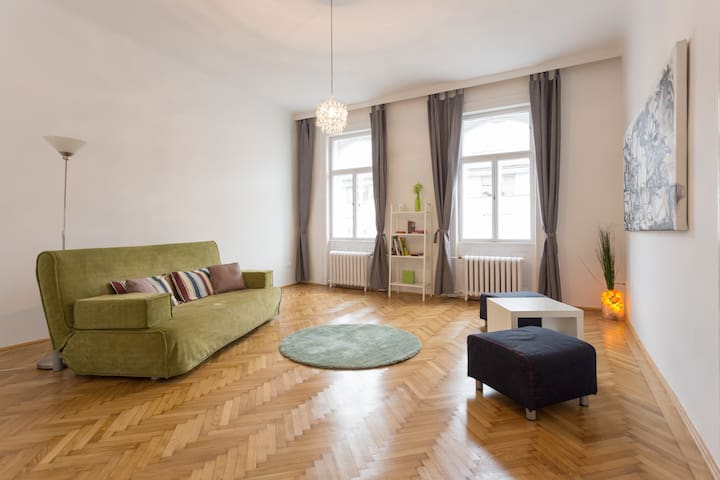 Pleasant Flat in Central Area