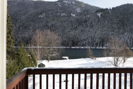 Cozy Waterfront Retreat in the beautiful Kootenays - Castlegar