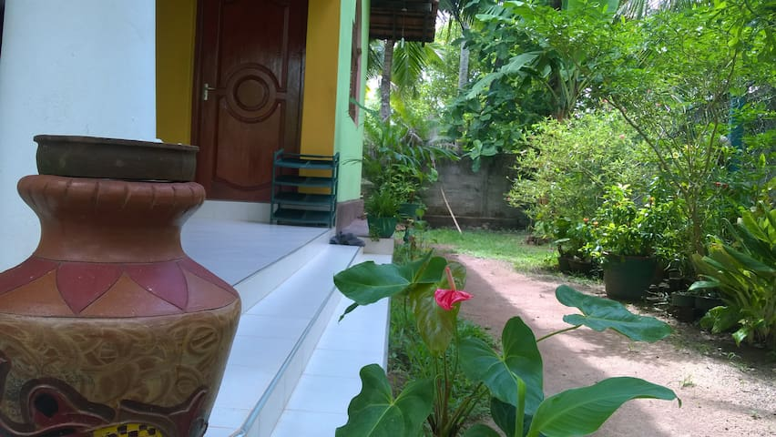 B&B Home Stay/ 16 minutes to the Airport - Negombo - Casa