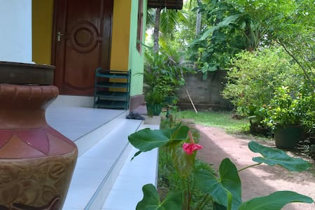 B&B Home Stay/ 16 minutes to the Airport - Negombo