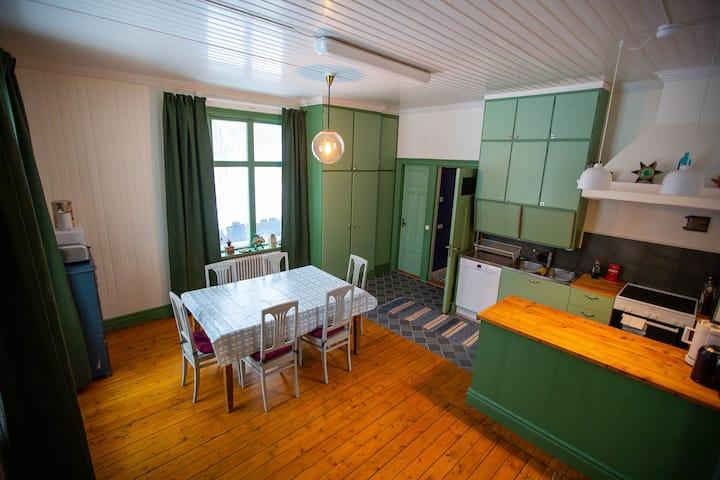Sekelskiftesvåning 150 m2 • 25 minuter från Åre