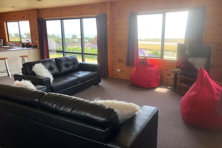 Spacious 3 Bedroom House with Sea Views, Sleeps 8
