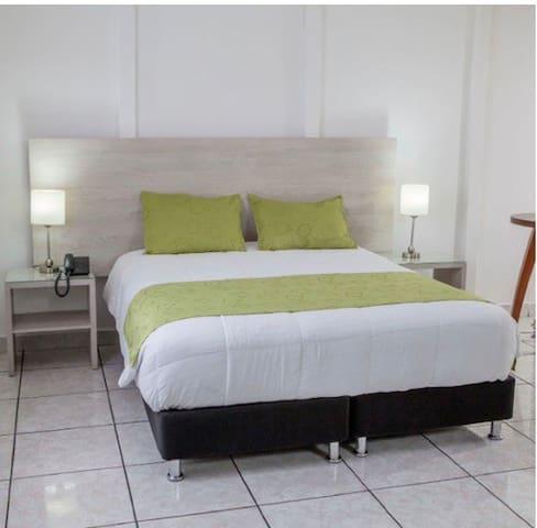 HOTEL EN EL BULEVAR DE LA 70, SUPER UBICACION