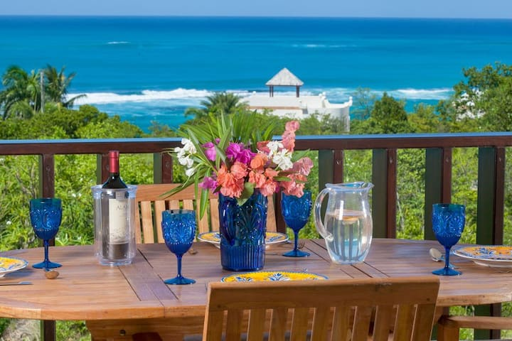 """Shoal Bay #1 Beach by """"Refined Retreats""""~2 King Suites~Full Kitchen, Ocean View!"""